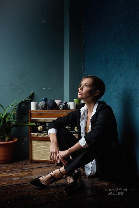 портрет, девушка, свет, тень, жанр, студия Чучаphoto preview