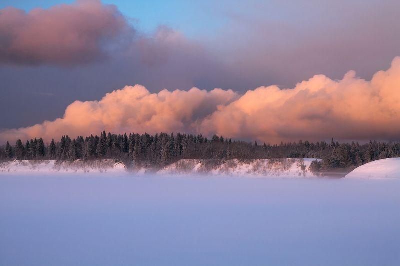 зима, закат, лед, мороз, снег, вечер, река, туман Облака над лесомphoto preview