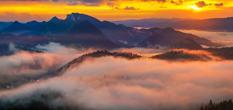 pieniny,mountain,poland,slovakia,tatra mountains under a warm quiltphoto preview