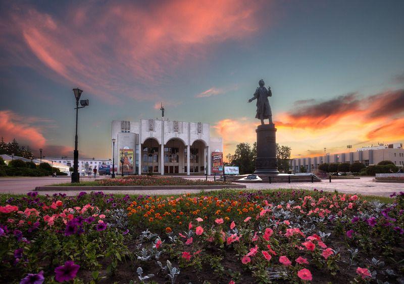 театр, памятник, здание, закат, облака, небо, цветы, город, архитектура, architect, city, cityscape, monument Открытка из Курскаphoto preview