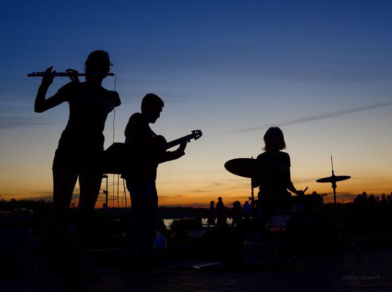 закат, лето, концерт, музыканты, флейта, гитара, барабан, андрейларионов Twilight tunephoto preview