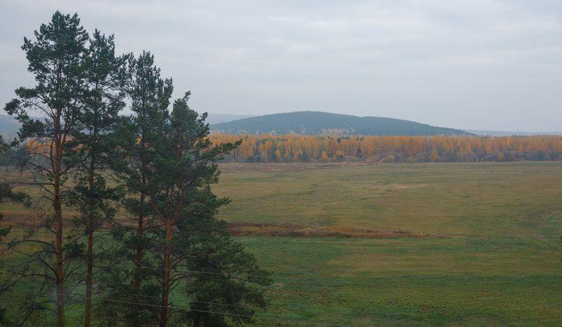 Осенний Урал из окна поездаphoto preview