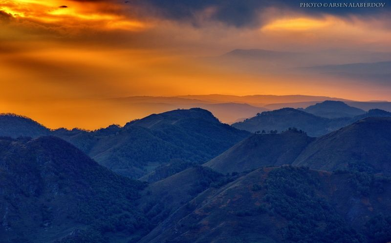 весна, поле, холмы, равнина, долина, утро, вечер, карачаево-черкесия, кавказ, простор, закат, дымка, туман ПО ЗАСТЫВШИМ ВОЛНАМphoto preview