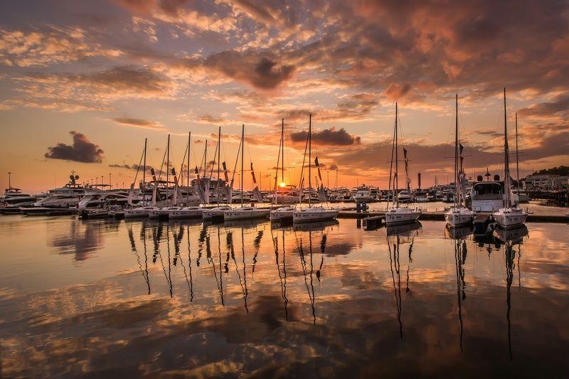 море, яхты, корабли, порт, закат, солнце, облака, отражение, лето, sea, seascape, mirroring, reflection, ships, port, clouds, sun, sunset Золотое отражениеphoto preview