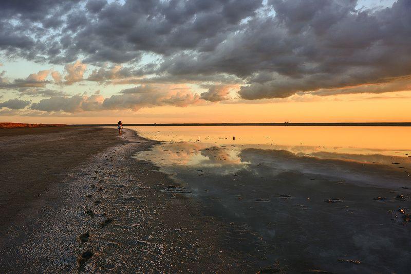 азов,закат,краски,лиман, настроение,облака,следы,соль Уходя не оглядывайся...photo preview