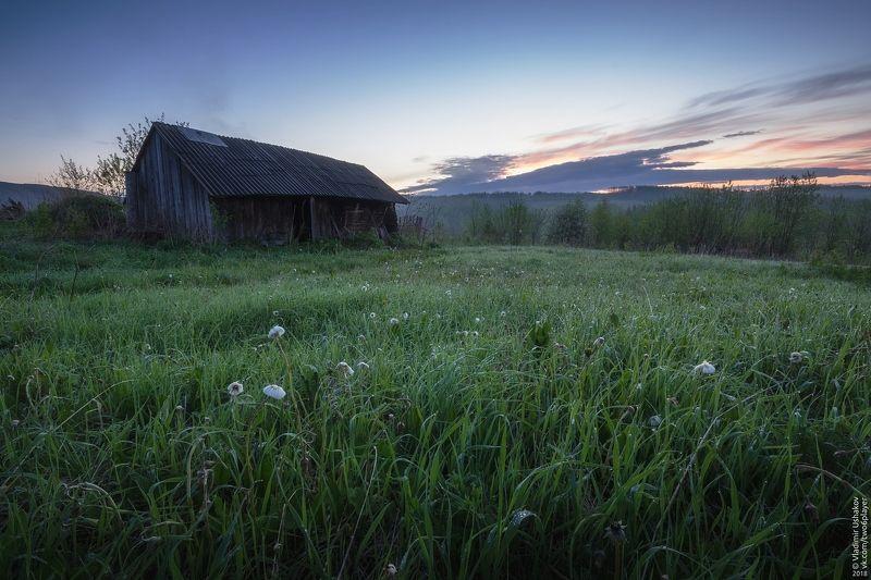утро, рассвет, строение, поле, облака, деревня, Сибирь, Пермский край Рассвет в деревнеphoto preview