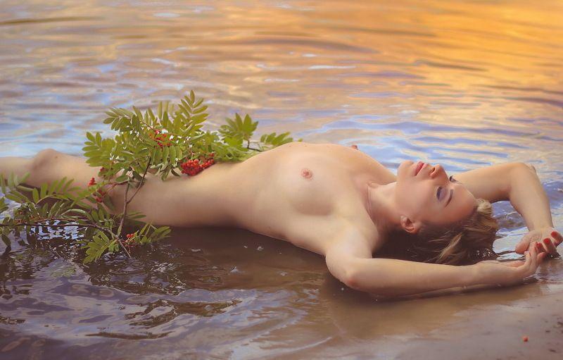 девушка, вода, природа,рябина.. \