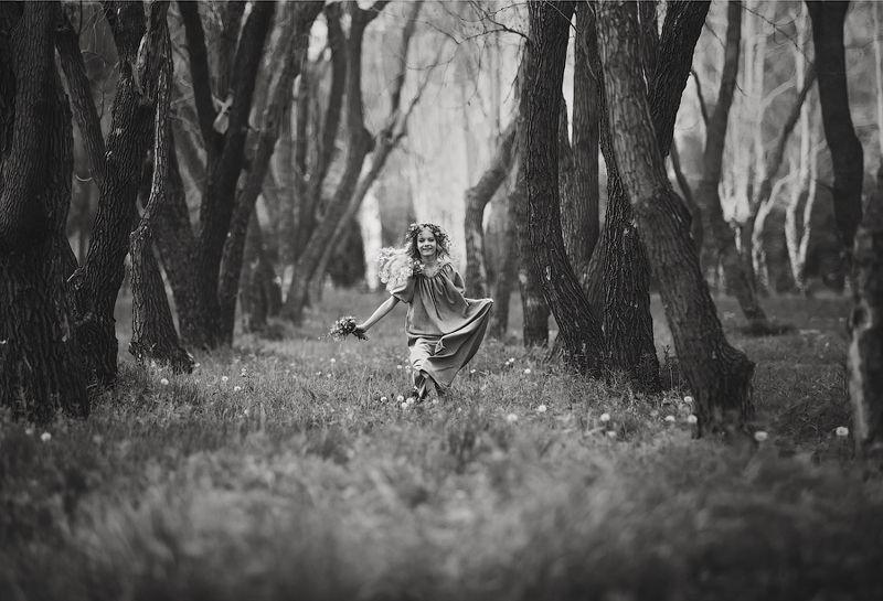 дети, лето, черно-белое В дали от города!photo preview