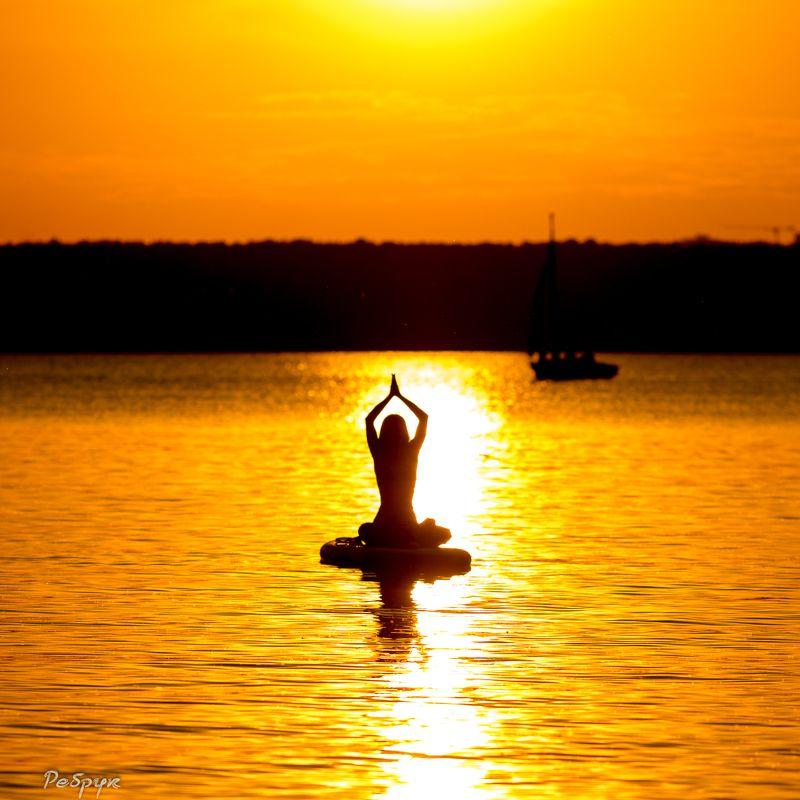 Йога на закатеphoto preview