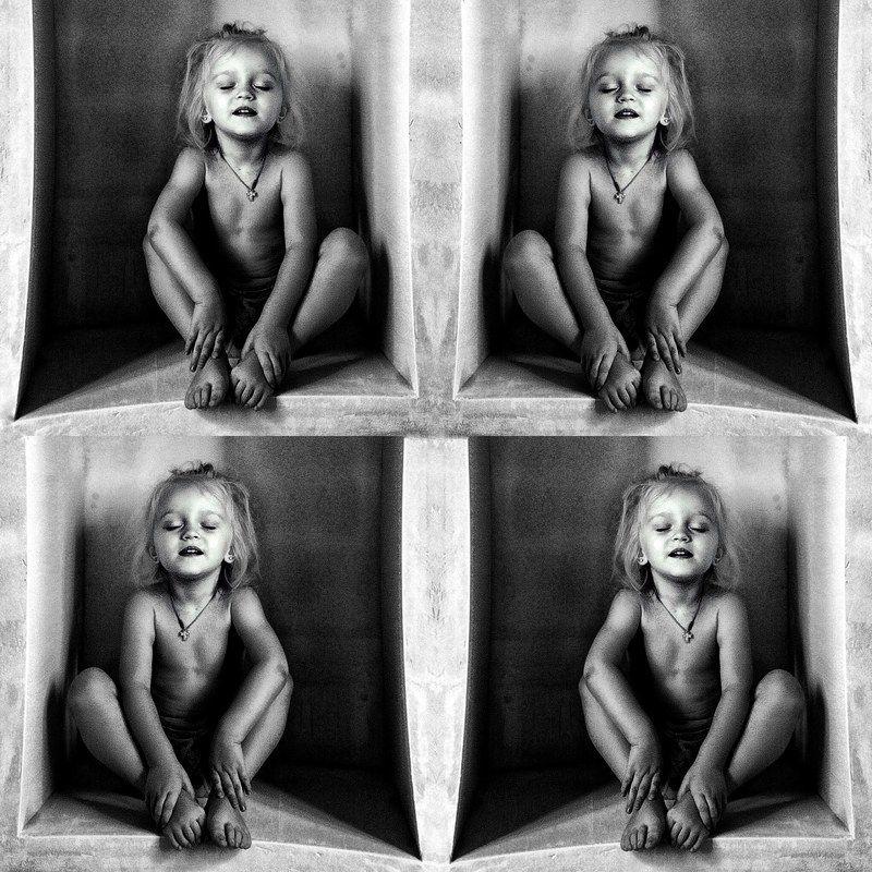 Загадочное детство, арт, концепт, портрет, чб, childhood, portrait, bnw, bw, blackandwhite, conceptually Слушая тишинуphoto preview