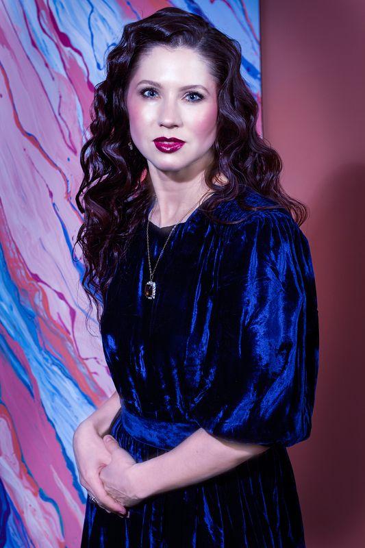 портрет винтад стиль лукбук краски шоу малина фон Серия винтажные платьяphoto preview