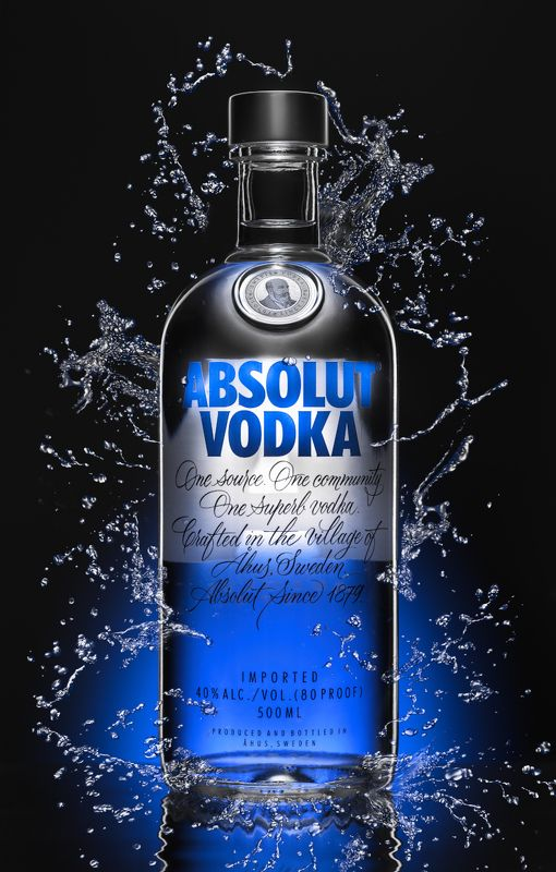 водка, абсолют, реклама, брызги, синий свет, контур В рекламном стилеphoto preview