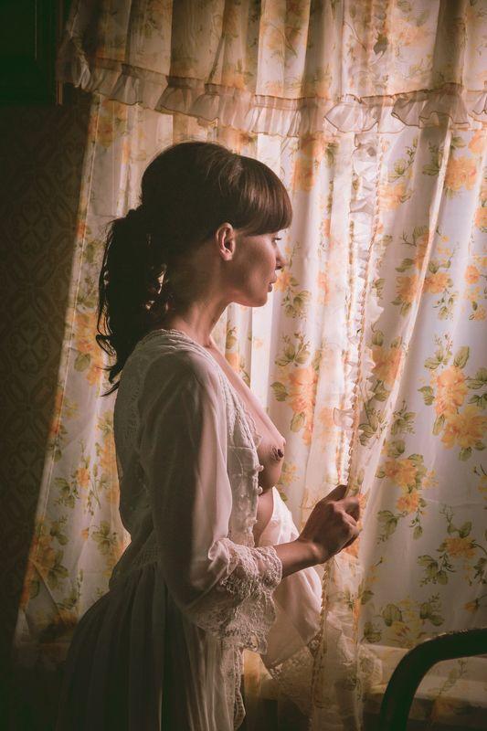 ню, nu, nude, nudeart, арт-ню, портрет, portrait, girl, девушка, обнажённая, грудь, винтаж, vintage, ретро, деревня, окно, занавески, смотрит, ждет, ночнушка photo preview
