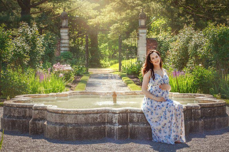 maternity,portrait,park Fontain photo preview