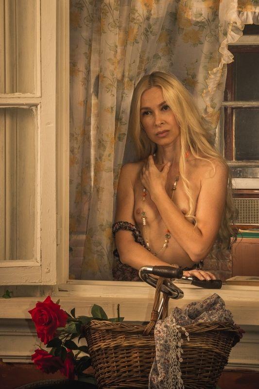 ню, nu, nude, nudeart, арт-ню, портрет, portrait, girl, девушка, обнажённая, грудь, винтаж, vintage, ретро, деревня, деревня, сарафан, окно, велосипед ***photo preview