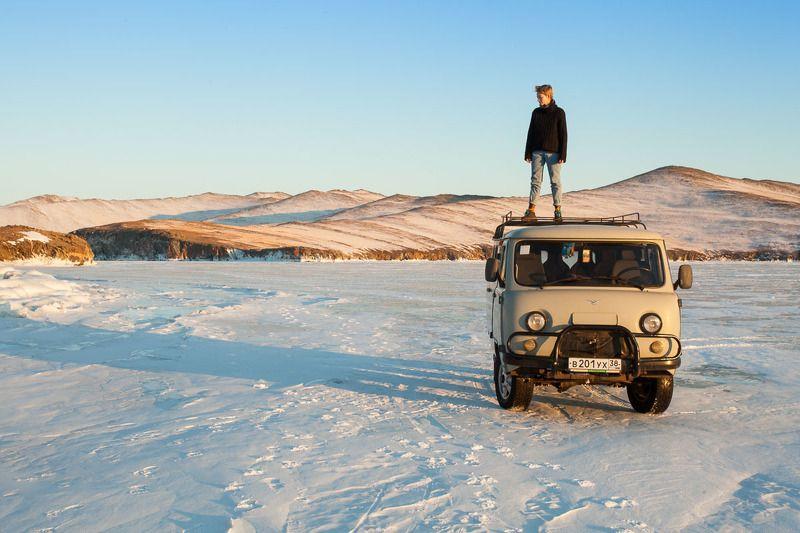 байкал, лед, машина, девушка, зима, снег, озеро Байкалphoto preview