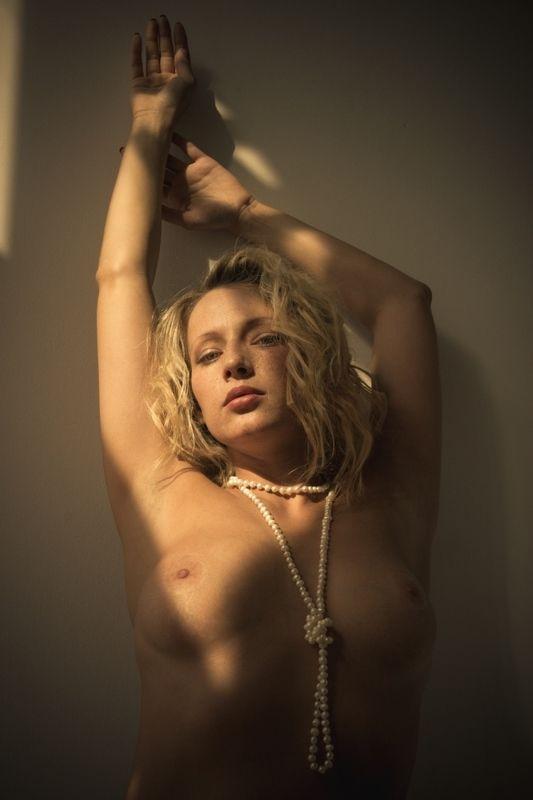 ню, nu, nude, nudeart, арт-ню, портрет, portrait, girl, девушка, обнажённая, грудь, бусы photo preview