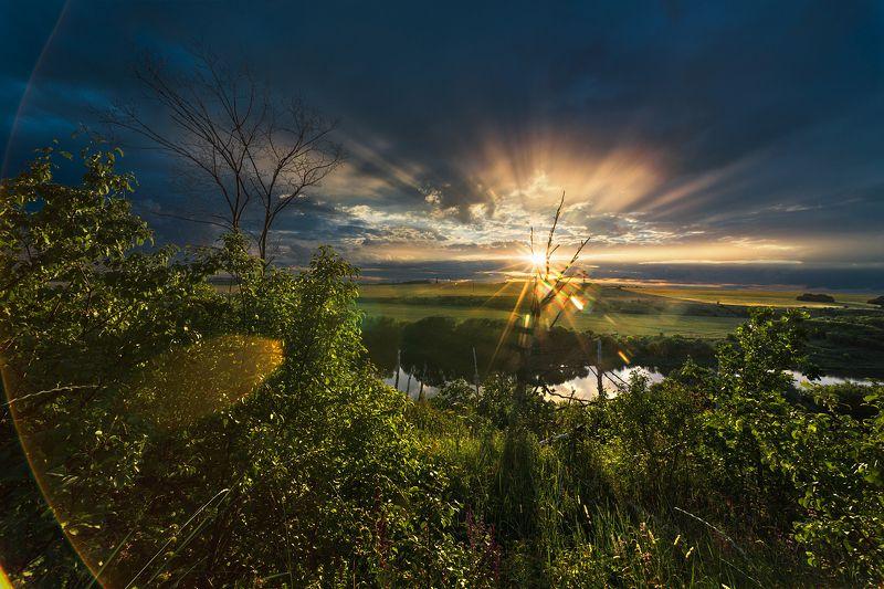 вечер,закат,лучи,отражения,тучи,пасмурно Лучистое солнцеphoto preview