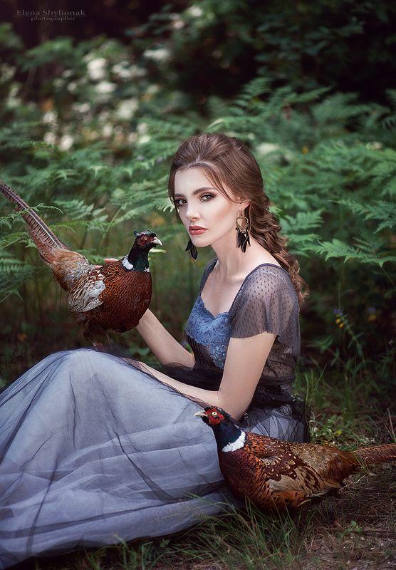 фазан, лето, папоротник, портрет девушки с фазанами, лес Девушка с фазанамиphoto preview
