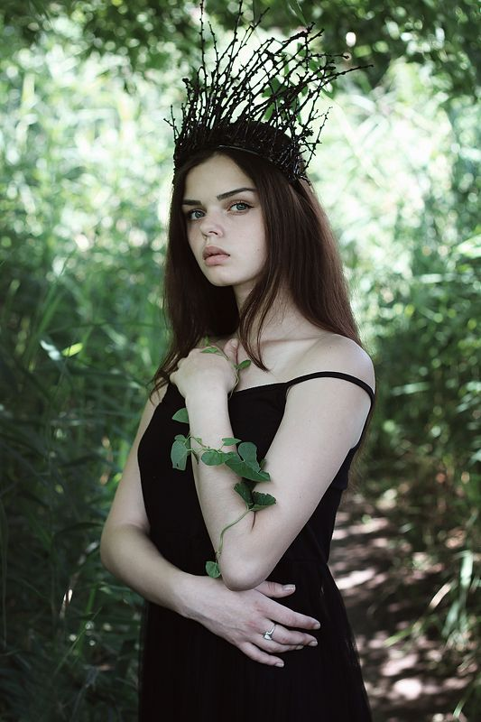 girl,dryad,portraiture,face,eyes,crown,beautiful,vintage,forest,summer,queen,fantasy,fairytale Dryadphoto preview