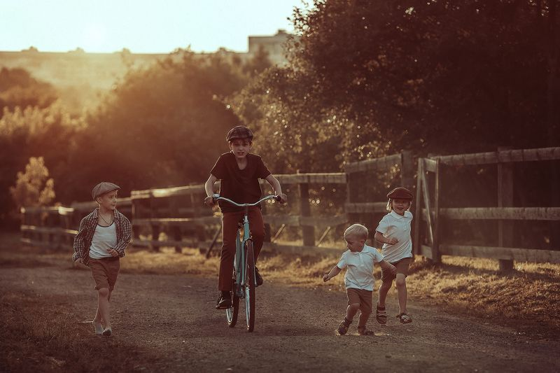 детство, деревня, велосипед, кепка, закат, ретро, винтаж Каникулы в деревнеphoto preview