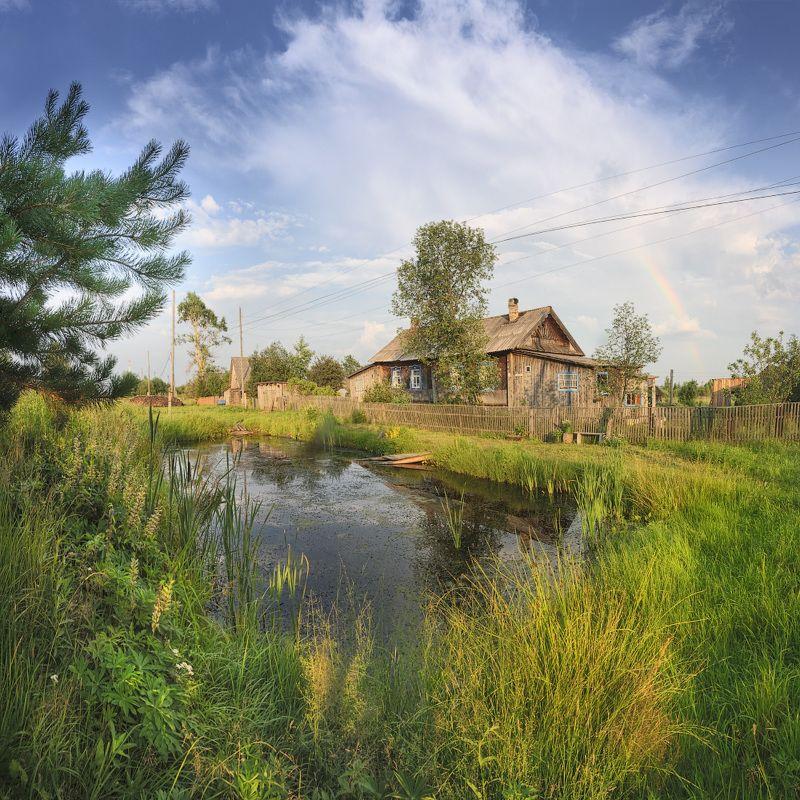 Старый пруд у домаphoto preview