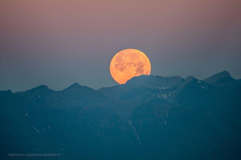 долина, утро, вечер, карачаево-черкесия, кавказ, простор, закат, дымка, туман, горы, хребет, луна, полнолуние, закат ЗАКАТ ПОЛНОЙ ЛУНЫ НА БЕРМАМЫТЕphoto preview