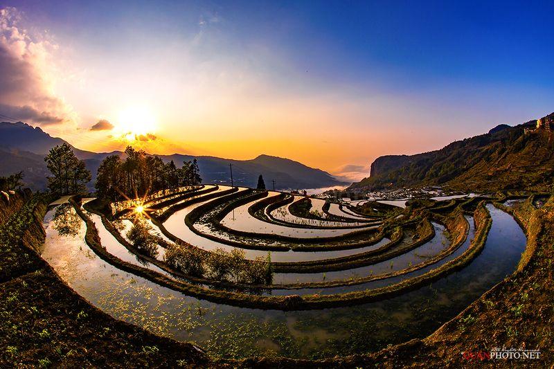quanphoto, landscape, travel, sunrise, dawn, valley, mountains, terraces, farmland, agriculture, china Pour water season in Sunrisephoto preview