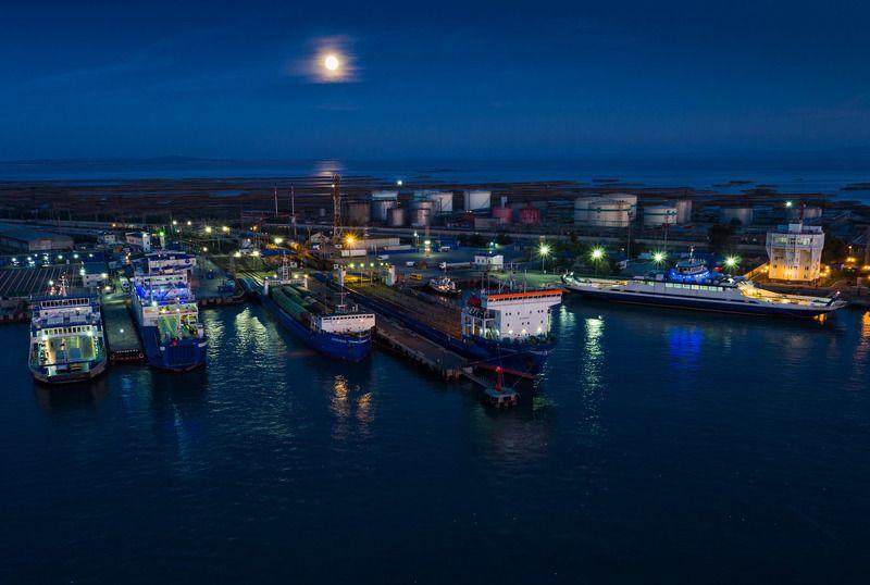 aerial Порт под лунойphoto preview