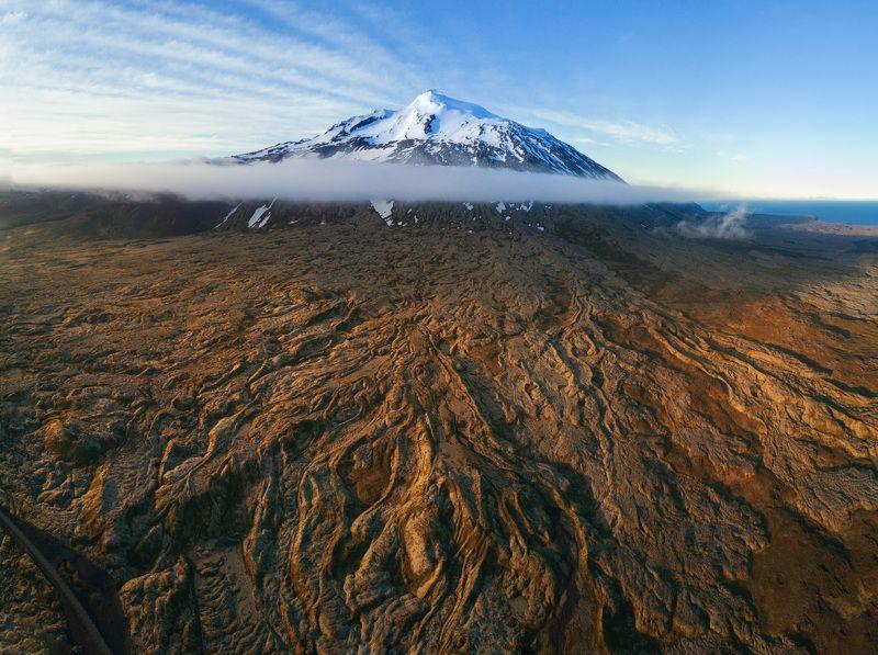 Вулкан Снайфельдльс со своими лавовыми щупальцами.photo preview