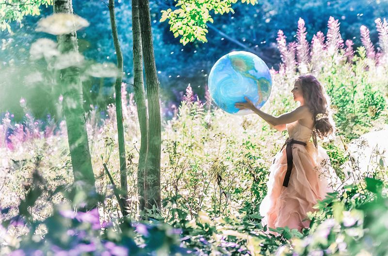 планета, земля, девушка, фотосессия в лесу, фотограф спб Родная планетаphoto preview