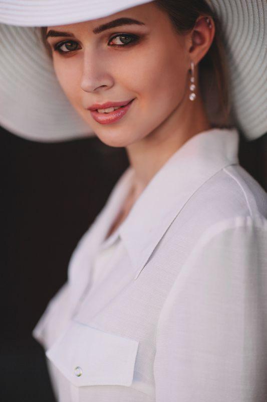portrait, girl, people, beautiful, natural light, colour, minsk Катяphoto preview