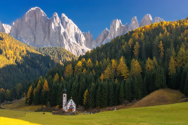 italy, italia, mountains, dolomiti, dolomities, autumn, church, sunrise, sunset, colours, light, ranui, santa magdalena, beautiful Majestic prayerphoto preview