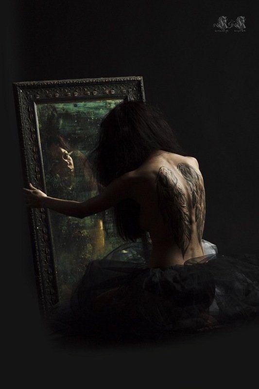 готика, хоррор, портрет, студия, боди-арт, татуировка, крылья, зеркало photo preview