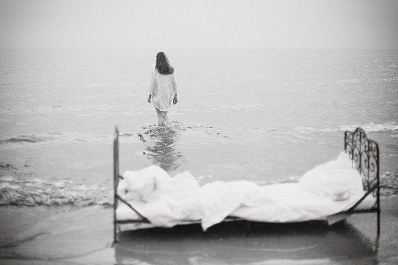 женщина, кровать, озеро, берег, одеяло, сон, вода, небо, портрет, dyadyavasya photo preview