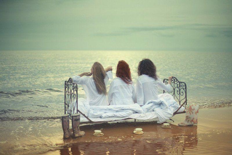 женщина, кровать, озеро, берег, одеяло, сон, вода, небо, портрет, песок, кружка, сапоги, dyadyavasya photo preview