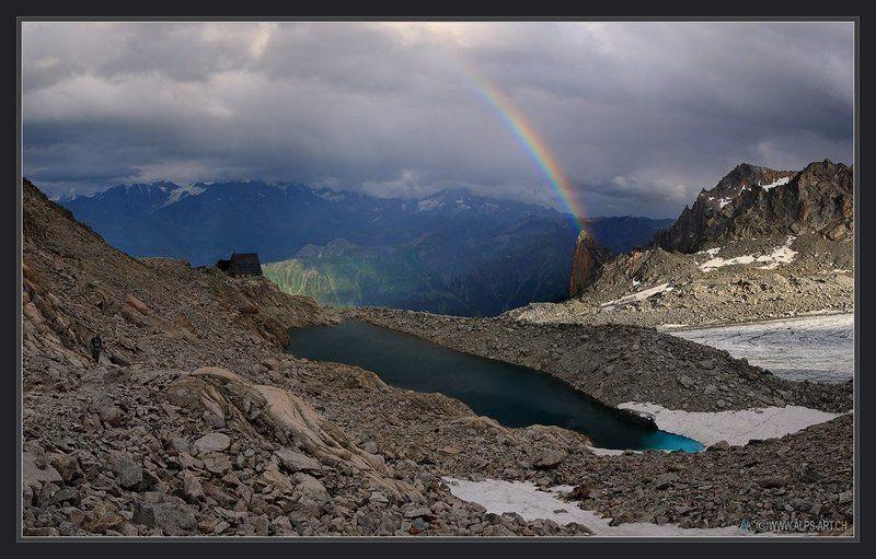Про цветной мост над Колокольней, дом у изумрудного озера и одинокого путника, мечтающего о теплеphoto preview