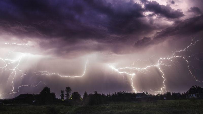 ночь молния тучи облака гроза лето дождь ливень Яростьphoto preview