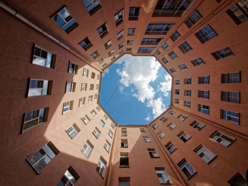 архитектура, дом, колодец, Питер, Санкт-Петербург, небо, облака Восьмигранникphoto preview