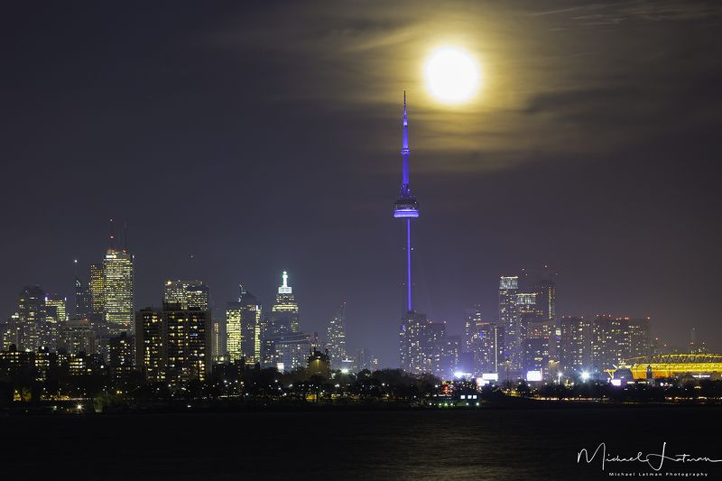 Big moon over Big cityphoto preview