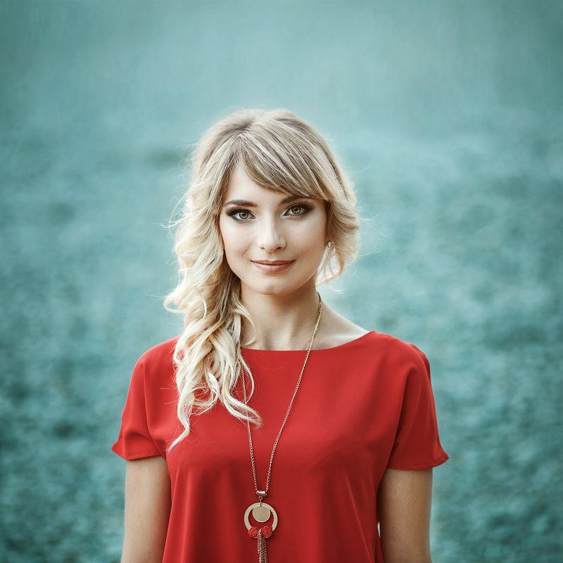 портрет, девушка, красивые люди, зеленые глаза, цвет, красный, блондинка, улыбка, Маринаphoto preview