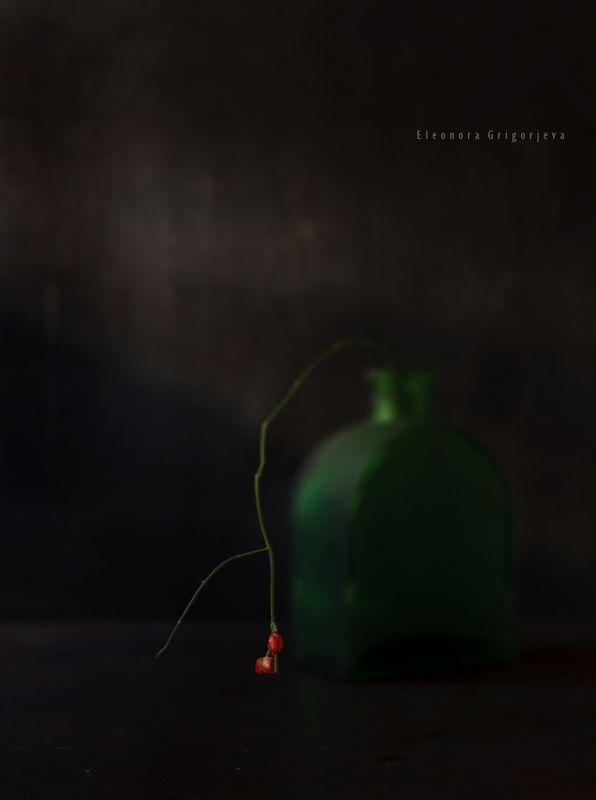 Натюрморт с красными ягодамиphoto preview