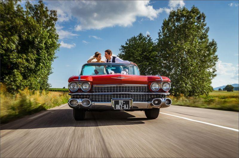wedding,retro,car,auto,cadillac,moving Weddingphoto preview