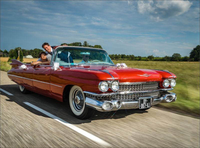 wedding,retro,car,auto,cadillac,moving Wedding Cadillacphoto preview