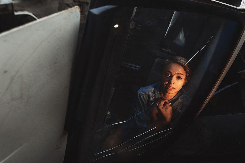 авария, кабина, стекло, девушка, трещины После аварииphoto preview