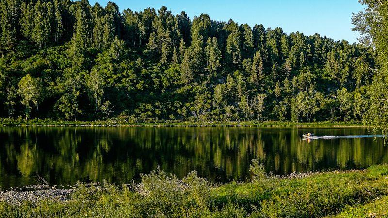 пейзаж, река, лето, горы, лодка  По плёсу. photo preview