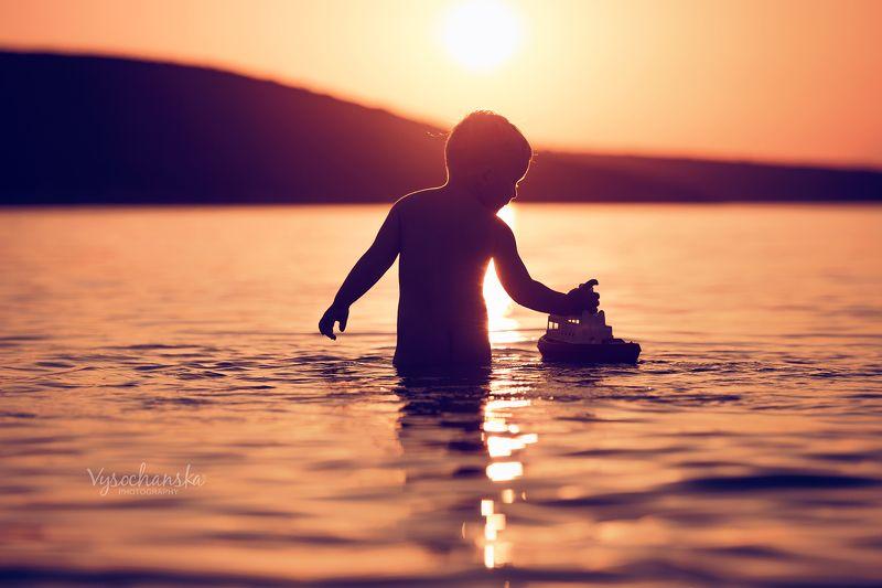 childchood, summer, sea, boy, play, boat, sunset summerphoto preview