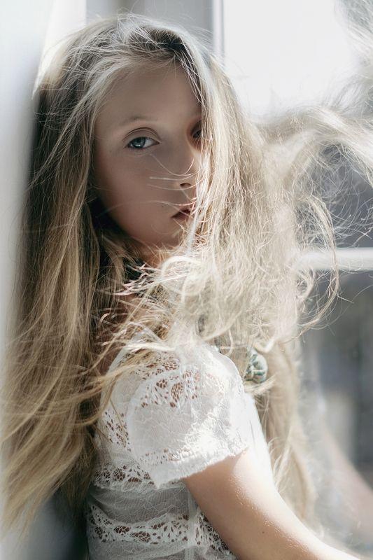 girl, portrait, sun, shadow, alone, soft breathphoto preview