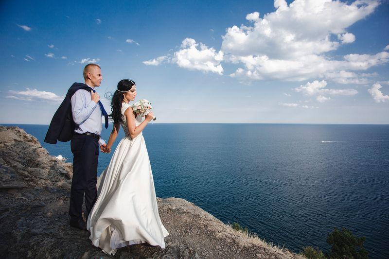 утес, свадьба, свадебный фотограф, фотограф в крыму, симферополь, студия, жених, невеста, зеркало, праздник, свадебная прогулка, море, горы свадебный портретphoto preview