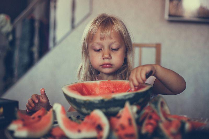 девочка, арбуз, сладость, еда, обЪедение, ребенок, портрет трапеза photo preview